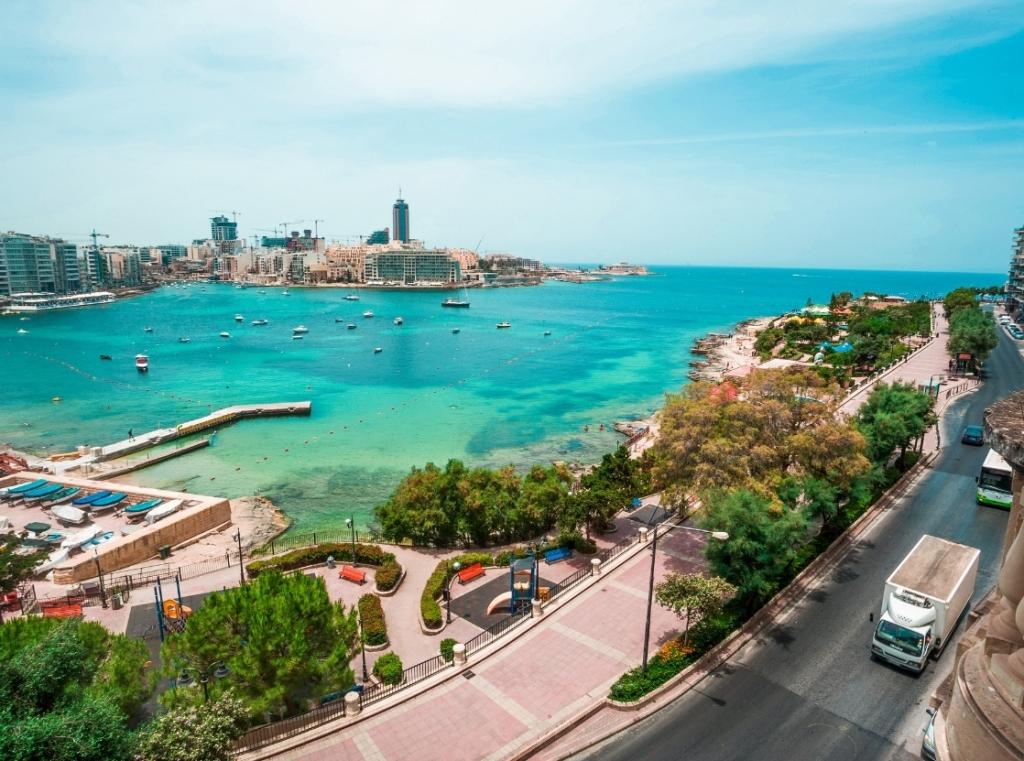 マルタ島と地中海の景色